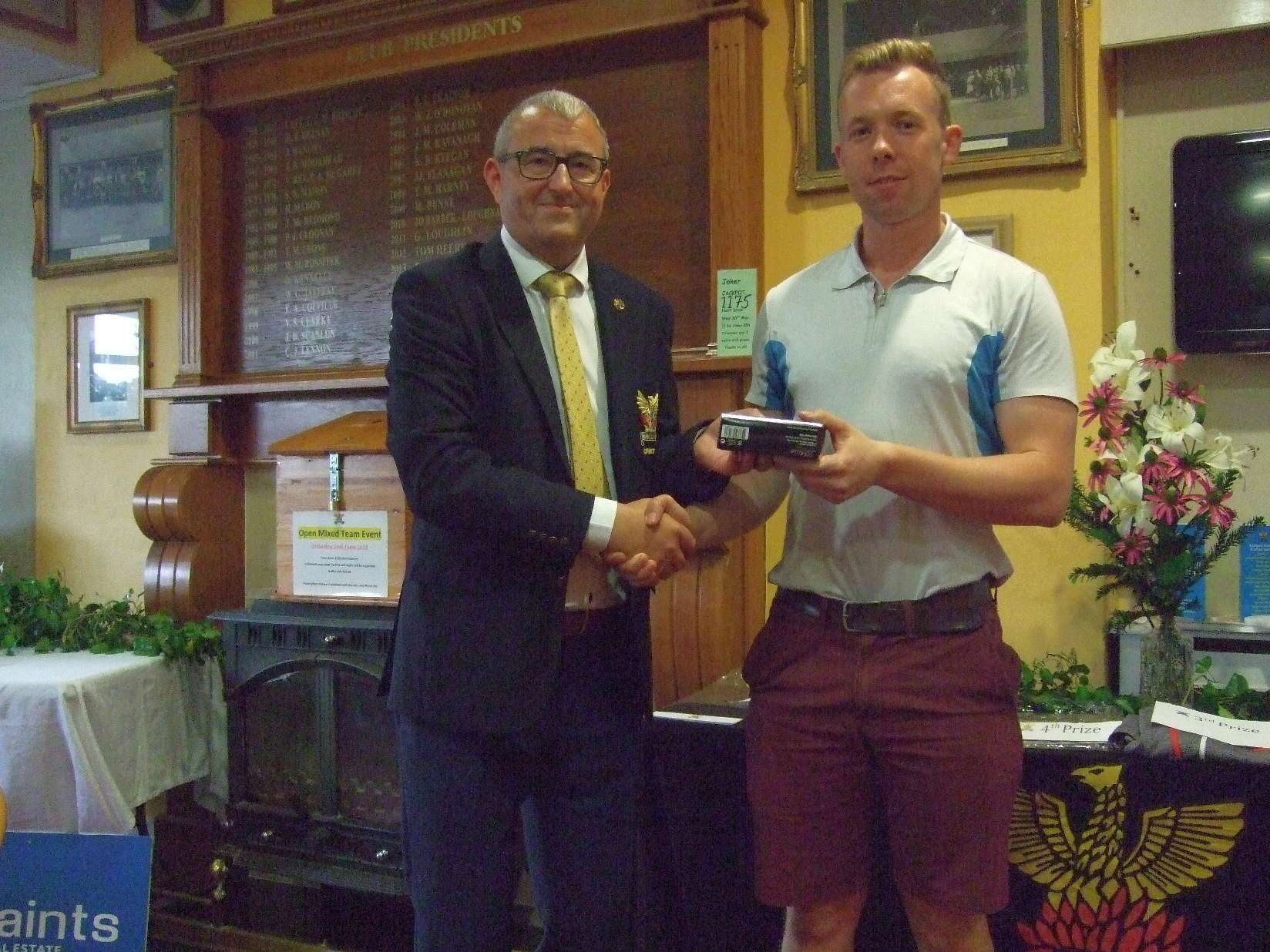 David Brazil winner of the gross in Bernard Quigley's prize with Captain Brian Gunning